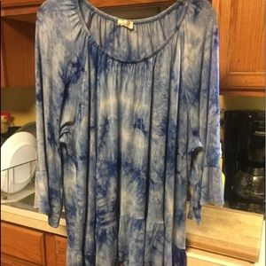 Avenue 22/24 Boho tye dye blue bell sleeve tunic
